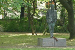 Johannes R. Becher - Statue von Fritz Cremer im Bürgerpark Pankow