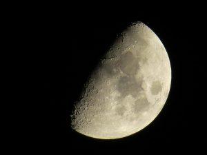 Mond am 16.3.2016