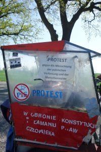 Protest gegen Missachtung der Menschenrechte